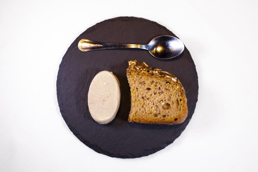 Burro salato di Normandia alle acciughe e maggiorana